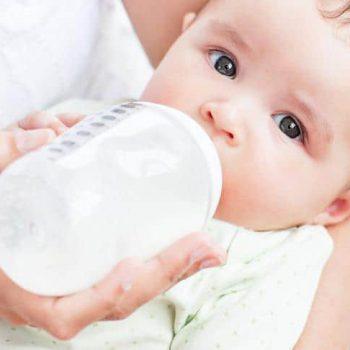 butelka z mlekiem dla noworodka